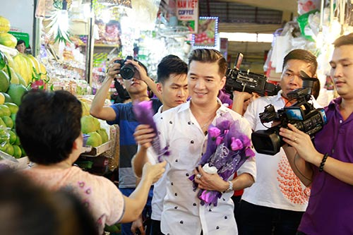 mr dam bat ngo xuong duong tang hoa cho phai dep - 8