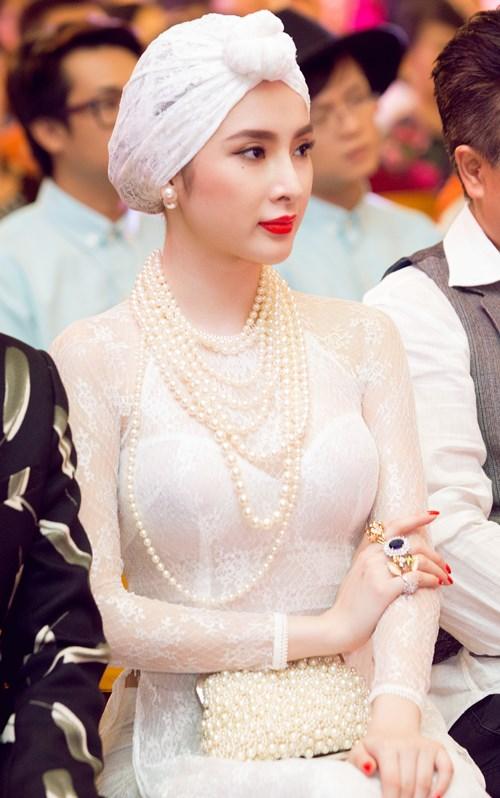 angela phuong trinh gay chu y voi ve quyen ru day bi an - 9