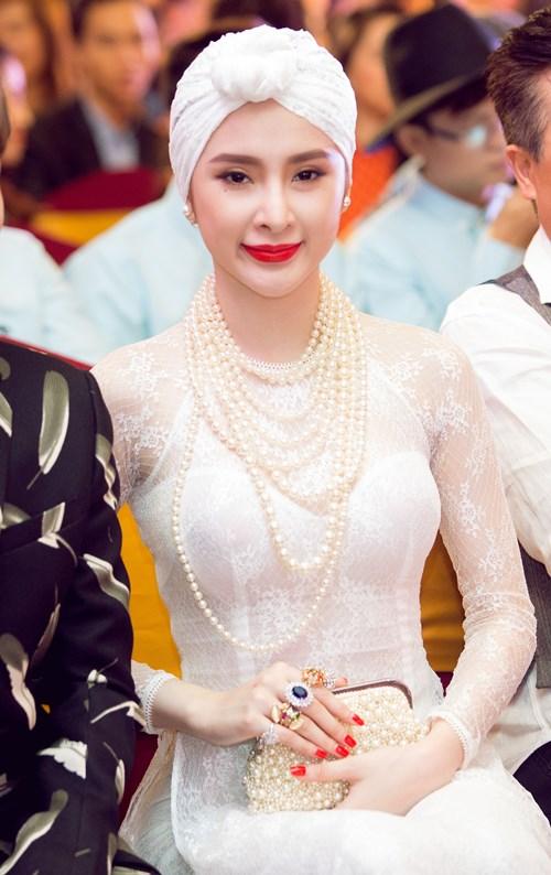angela phuong trinh gay chu y voi ve quyen ru day bi an - 8