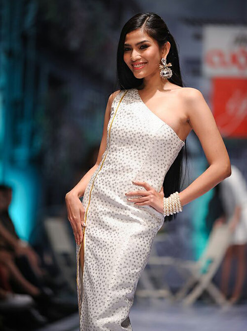 truong thi may hut hon voi suoi toc huyen - 4