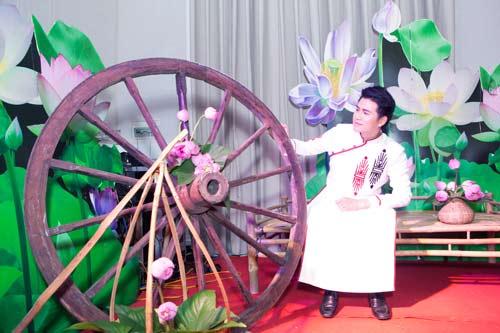 mc vu manh cuong dien ao dai dan chuong trinh - 6