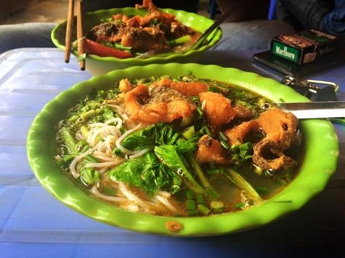 Cận cảnh đường đi của cá thối từ chợ đến quán ăn-12