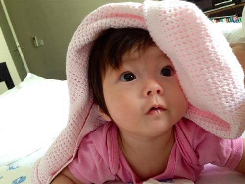 clip can canh guong mat cuc xinh con gai doan trang - 4