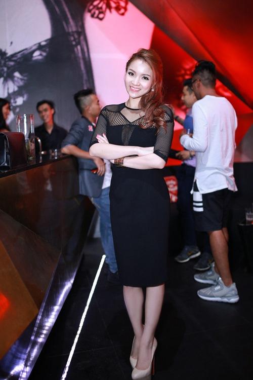 thuy top khoe dang chuan nho vay cut-out - 2