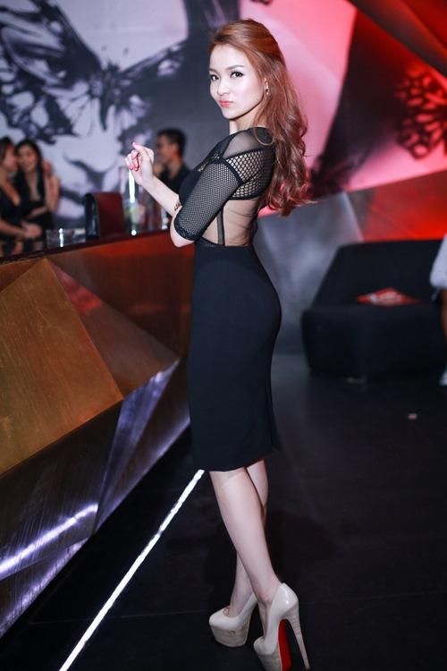 thuy top khoe dang chuan nho vay cut-out - 4