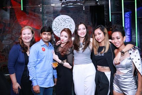 thuy top khoe dang chuan nho vay cut-out - 8
