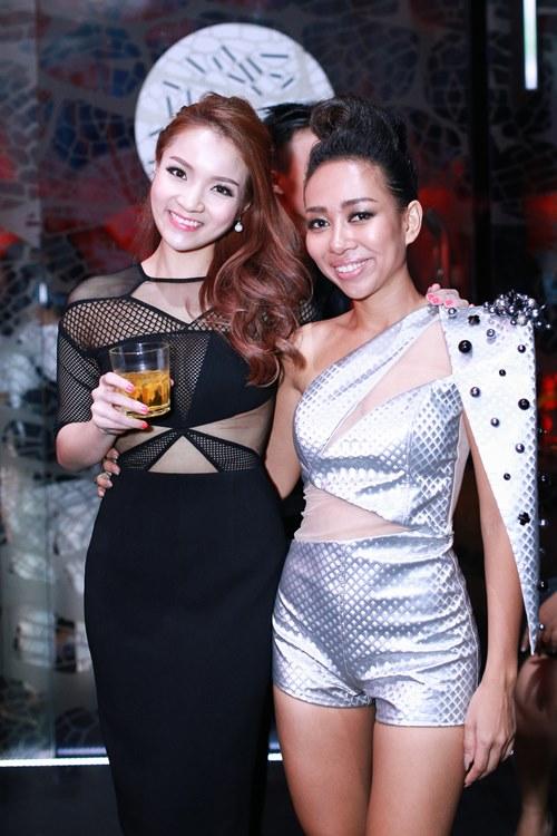 thuy top khoe dang chuan nho vay cut-out - 9