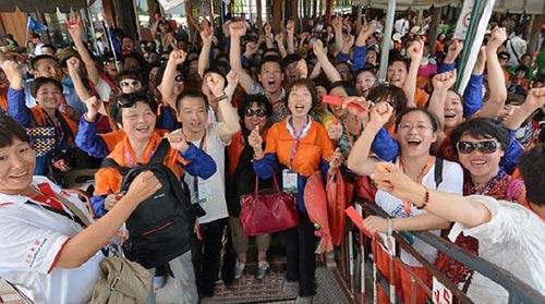 dai gia tq cho 12.700 nhan vien di du lich thai lan - 1