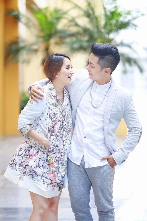 phan hien om chat khanh thi day tinh cam - 4