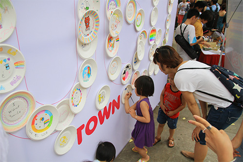hang tram ban tre nhay flashmob ung ho nguoi dong tinh - 12