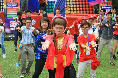 hang tram ban tre nhay flashmob ung ho nguoi dong tinh - 3