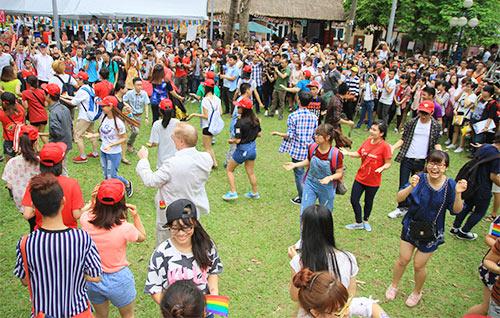 hang tram ban tre nhay flashmob ung ho nguoi dong tinh - 1