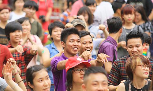 hang tram ban tre nhay flashmob ung ho nguoi dong tinh - 5