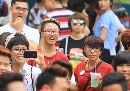hang tram ban tre nhay flashmob ung ho nguoi dong tinh - 15