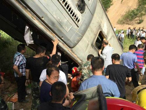 tq: xe khach lao xuong vuc, 35 nguoi thiet mang - 4
