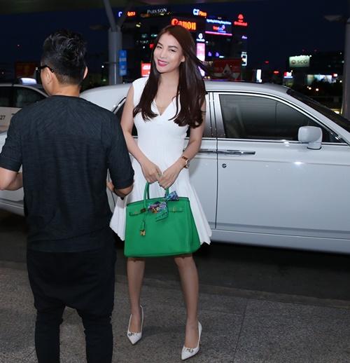 Trương Ngọc Ánh đi xe sang, xách túi trăm triệu ở sân bay-3
