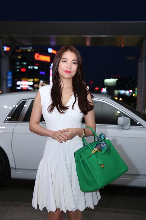 Trương Ngọc Ánh đi xe sang, xách túi trăm triệu ở sân bay-4