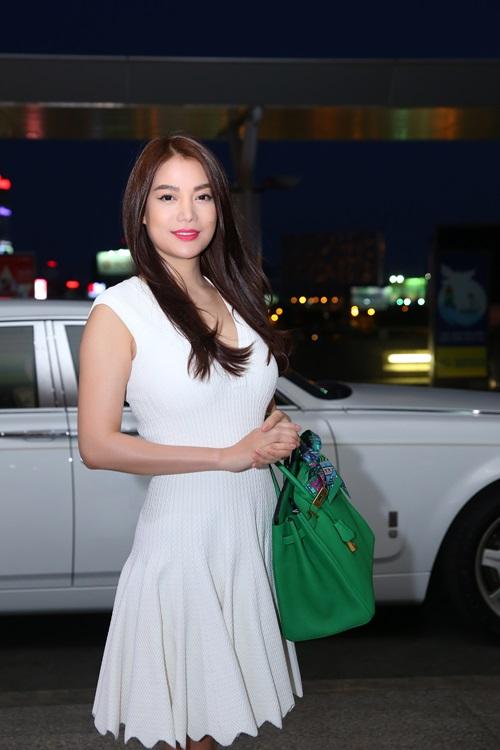 Trương Ngọc Ánh đi xe sang, xách túi trăm triệu ở sân bay-5