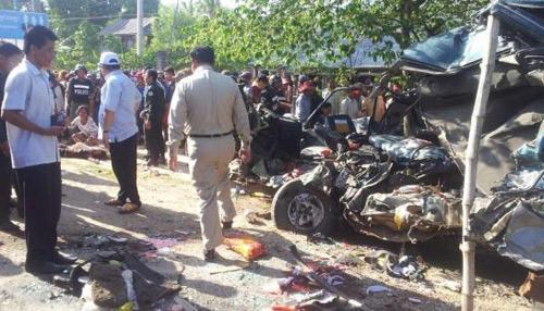 Xe chở người Việt gặp nạn ở Campuchia, 25 người thiệt mạng-1