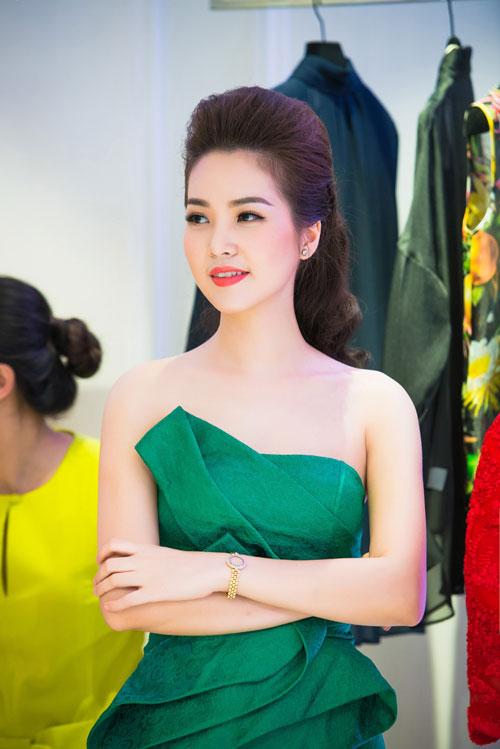 Thụy Vân vai trần, Dương Thùy Linh kín đáo vẫn đẹp-8