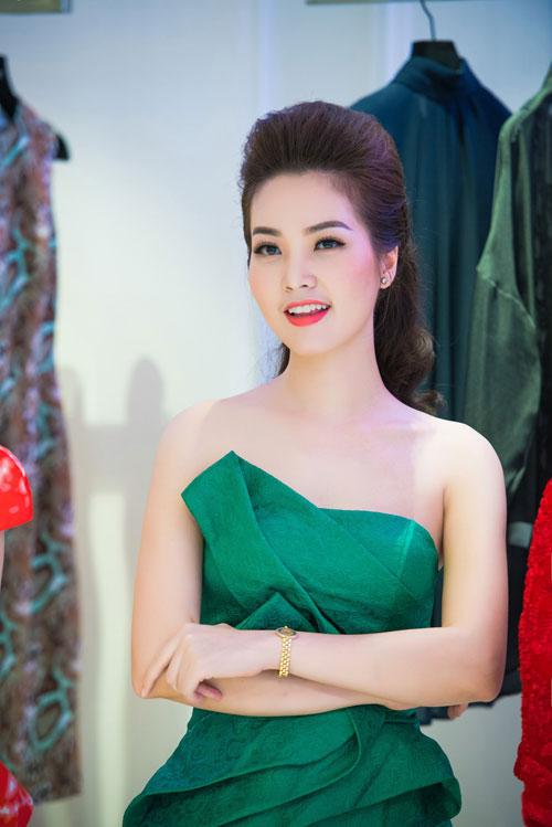 Thụy Vân vai trần, Dương Thùy Linh kín đáo vẫn đẹp-9