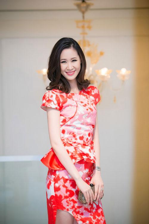 Thụy Vân vai trần, Dương Thùy Linh kín đáo vẫn đẹp-3