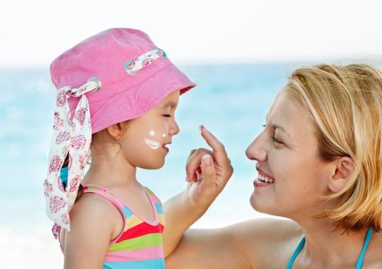 6 tác dụng phụ không ngờ của kem chống nắng-2