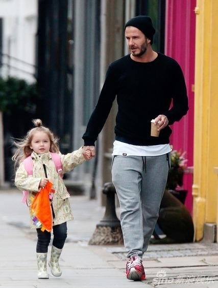 """Harper búi tóc """"củ hành"""" cùng bố đi học-2"""