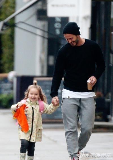 """Harper búi tóc """"củ hành"""" cùng bố đi học-3"""