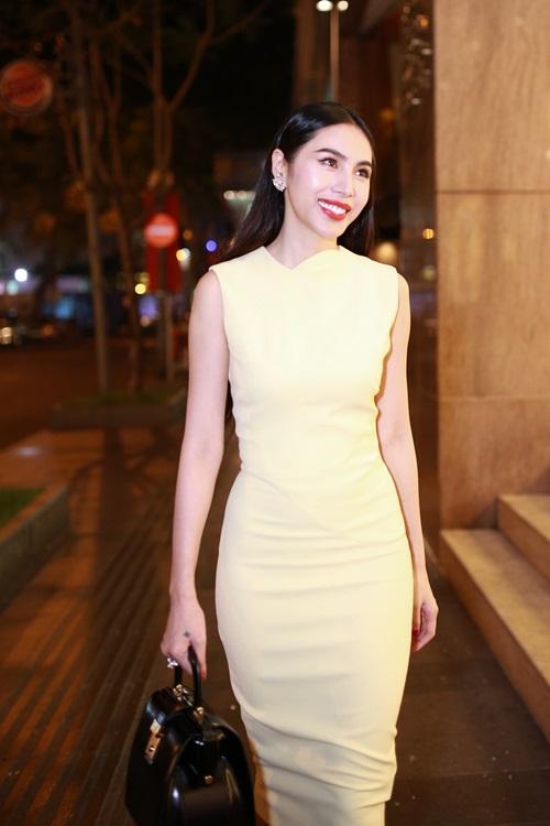 Thủy Tiên quyến rũ khi diện váy hơn 80 triệu-8
