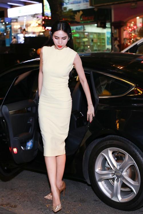 Thủy Tiên quyến rũ khi diện váy hơn 80 triệu-2