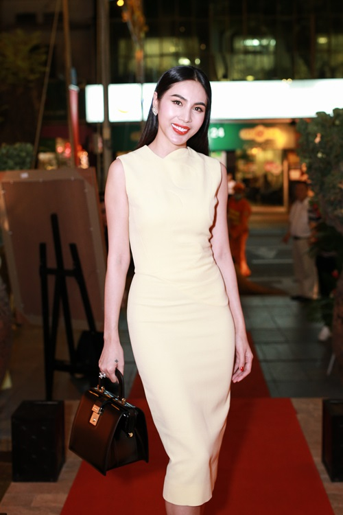 Thủy Tiên quyến rũ khi diện váy hơn 80 triệu-3