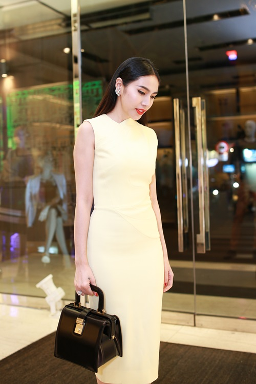 Thủy Tiên quyến rũ khi diện váy hơn 80 triệu-4