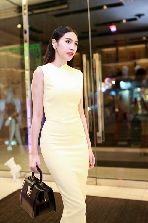 Thủy Tiên quyến rũ khi diện váy hơn 80 triệu-5