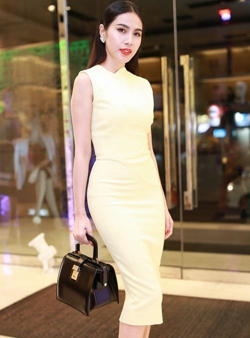 Thủy Tiên quyến rũ khi diện váy hơn 80 triệu-6