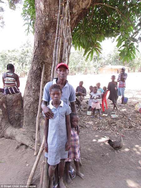 Trẻ mồ côi vì dịch Ebola bán thân để kiếm ăn qua ngày - 6