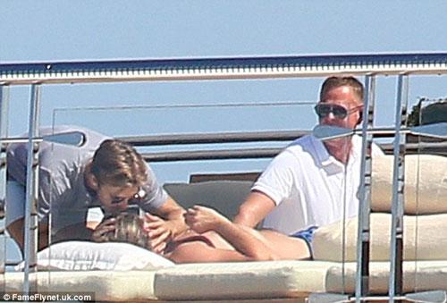 "Leo DiCaprio ""phớt lờ"" LHP Cannes đi chơi du thuyền-5"