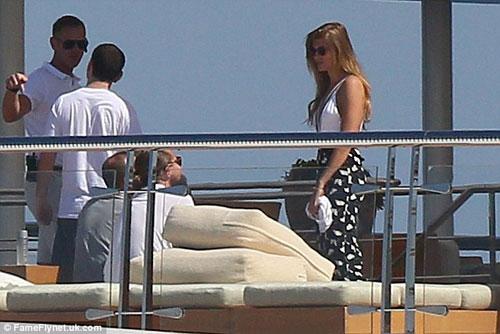 "Leo DiCaprio ""phớt lờ"" LHP Cannes đi chơi du thuyền-7"