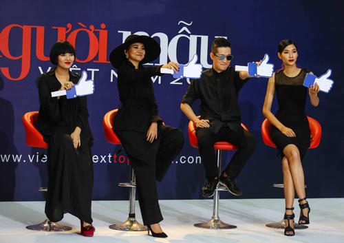 Thanh Hằng quỳ gối thay giày cho thí sinh-6