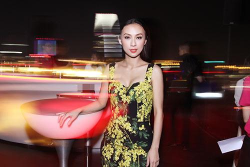 Huyền Ny gợi cảm diện váy 60 triệu đi tiệc-3