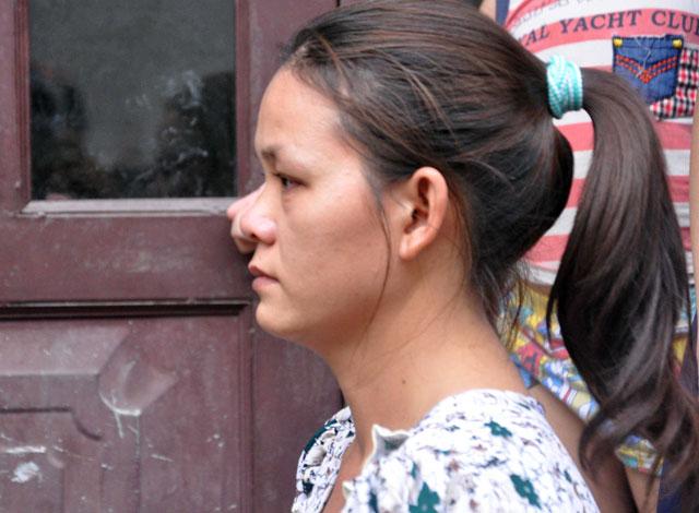 TPHCM: Cứu mẹ con sản phụ giữa ngọn lửa trùm 3 căn nhà-13