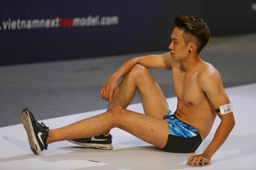 """Thanh Hằng ngượng ngùng trước thí sinh nam """"siêu vòng 1""""-17"""