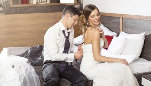 Đêm tân hôn có thể làm gì khác ngoài chuyện yêu?-1