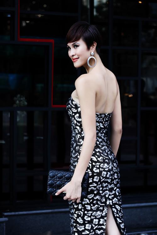 phuong mai khoe duong cong chu s mem mai - 2