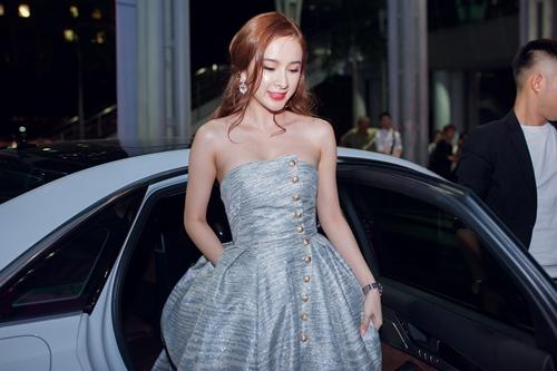 angela phuong trinh the hien dang cap tren tham do - 1