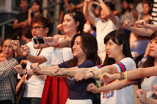 "toc tien nhún nhảy cung khan gia trong ""vu dieu cong chieng"" - 8"
