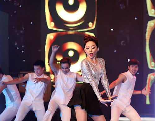 "toc tien nhún nhảy cung khan gia trong ""vu dieu cong chieng"" - 3"