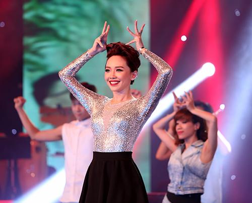 "toc tien nhún nhảy cung khan gia trong ""vu dieu cong chieng"" - 7"