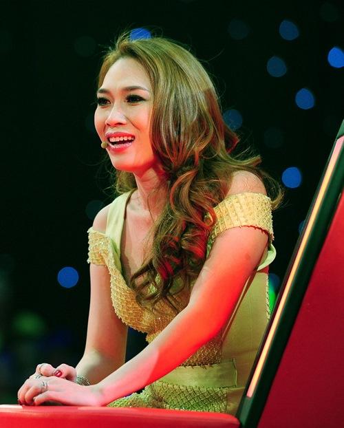 the voice 2015: ca nuong 21 tuoi khien giam khao 'rung roi' - 3