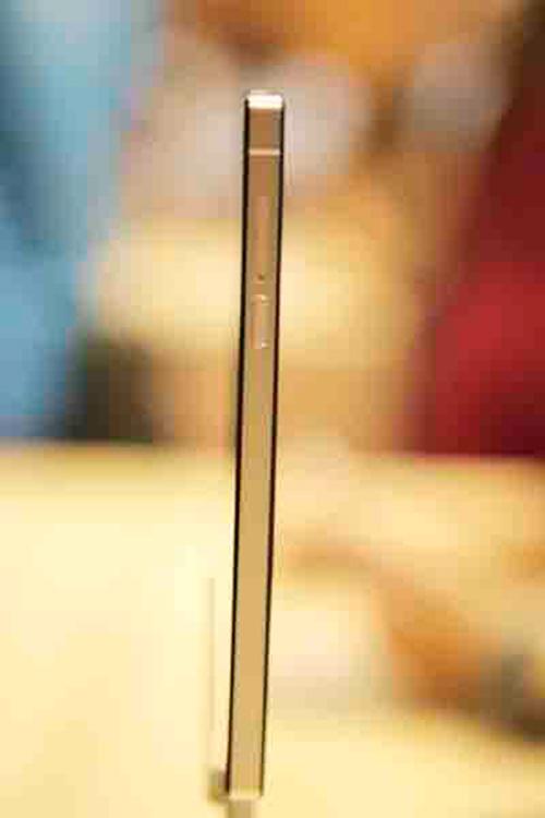 "can canh bphone: ""sieu pham smartphone hang dau the gioi"" - 4"